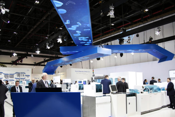 OH37 Hanging screens side angle roche arab health booth deisgn and production managment